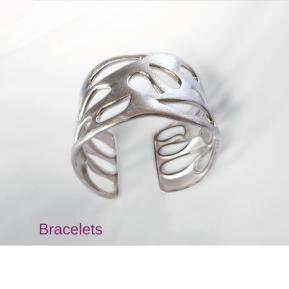 https://milakuzmenko.wordpress.com/unique-pieces/bracelets-bangles/