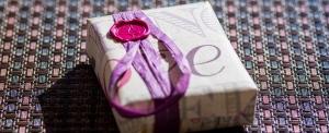 ¿Cómo puedo ayudarte? Te aconsejo con estilo y te ayudo a elegir el regalo perfecto, me complace ayudarte de todos modos.From style advice to helping you choose the perfect gift, I'm pleased to assist you in anyway.